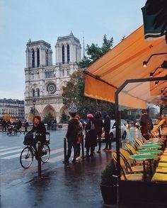 Paris est une Fête! — Autumn in Paris by Joanna Lemanska.