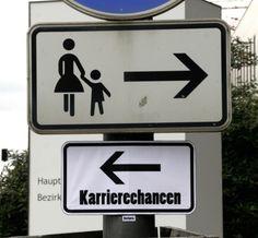 Wenn man mit offenen Augen durch Berlin, Heidelberg oder Mannheim geht, entdeckt man sie vielleicht: die Kommentare von Barbara - Identität unbekannt. Die Straßenkünstlerin setzt sich gerne über Verbote hinweg und beklebt den urbanen Raum mit Worten, Bildern und Federn.