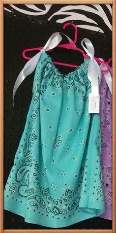Bandana Dress/Shirt                                                                                                                                                                                 More Bandana Dress, Dress Shirt, Bandana Top, Sewing Clothes, Diy Clothes, Bandana Crafts, Denim Ideas, Cut Shirts, Diy Shirt