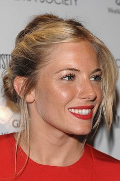 Best Ideas For Wedding Makeup Red Lips Blonde Sienna Miller Sienna Miller Makeup, Sienna Miller Short Hair, Hair Inspo, Hair Inspiration, Pretty Hairstyles, Wedding Hairstyles, Celebrity Beauty, Celebrity Style, Hair Today