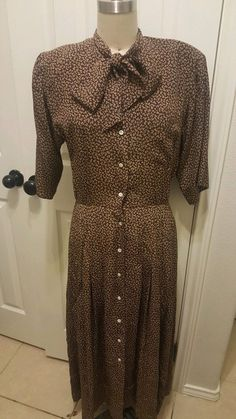 Dress is dressy enough for parties. Old School Fashion, Church Dresses, Silk Dress, Shirts, Vintage, Silk Gown, Shirt, Dress Shirts, Dress Shirt