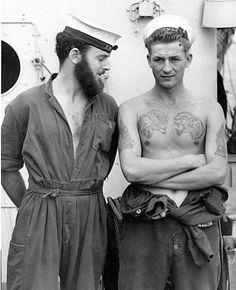 Ah, it's a sailor's life for me! Who HASN'T dreamed of a lusty seaman taking you in his arms? YES, sailor thirst IS REAL, y'a… Moda Vintage, Vintage Men, Marin Vintage, Couples Vintage, Vieux Couples, Vintage Sailor, Foto Real, Oldschool, Men In Uniform
