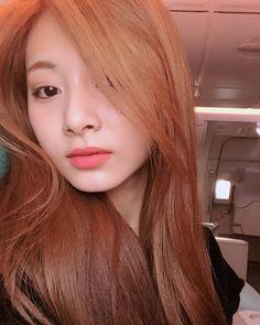 twice tzuyu beautiful selca hair Nayeon, Kpop Girl Groups, Korean Girl Groups, Kpop Girls, K Pop, Close Up, Estilo Lolita, Chou Tzu Yu, Twice Once