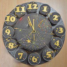 New Year's Eve Clock Cake & Cupcakes