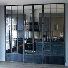 Fenêtre d'atelier avec double porte intégrée
