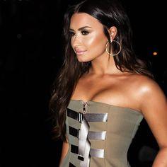 "1.1mn Beğenme, 5,141 Yorum - Instagram'da Demi Lovato (@ddlovato): ""Loved this dress and glam.. thanks @luxurylaw @jillpowellglam & @cesar4styles """