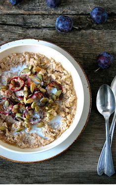 #Oats has been found to have the best satiety value of all breakfast meals, giving an increased feeling of fullness, making oats a healthy #weightloss choice for #breakfast.
