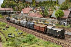 N Scale Model Trains, Scale Models, Escala Ho, Train Activities, Time Design, Run Around, Ho Scale, Railroad Tracks, In The Heights