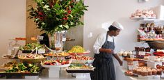 NOPI v. Yotam Ottolenghi, har også flere restauranter bl.a. i Nottinghill, Belgravia m.m. Mat fra midtøsten og middelhavsområdet. Frokost-lunsj-middag. Bør booke på forhånd!