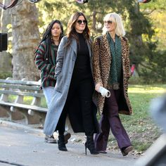 Sandra Bullock layers white furry coat over casual ensemble in NYC Movie To Watch List, Watch Netflix, Netflix Movies, Watch Movies, Ocean 8 Movie, Ocean's Eight, Oceans 8, Faux Fur Hoodie, Middle Aged Women