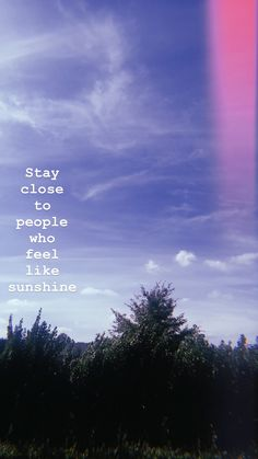 Stay close to people who feel like sunshine - Sky Quotes, Sunset Quotes, Hurt Quotes, Mood Quotes, Life Quotes, Qoutes, Frases Instagram Tumblr, Frases Tumblr, Tumblr Quotes
