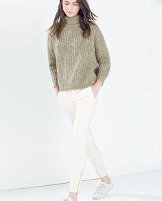 изображение 1 из БРЮКИ СО СТЕГАНЫМИ КАРМАНАМИ от Zara