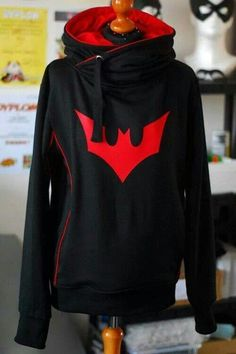 """"""" my hoodies - batman beyond """" this one was a challenge! terry's batman costume isn't the only one that's so troublesome because it's only two colors ORZ whenever i wanted to add some details i always. Batman Beyond Suit, Batman Beyond Terry, Super Hero Outfits, Cool Outfits, Edgy Outfits, Batwoman, Moda Geek, Nerd Fashion, Punk Fashion"""