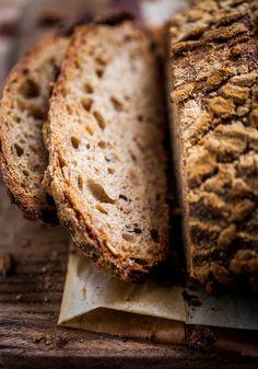 Przygody przy pieczeniu i chleb z za'atarem
