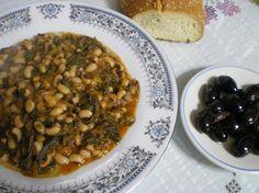 Louvi (mavrimmatika) with Chard in tomato sauce / Λουβί (Μαυρομμάτικα) με Λάχανα (σέσκουλα) γιαχνί http://www.kopiaste.info/?p=243