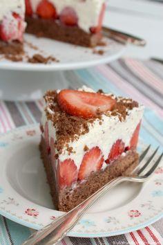 ullatrulla backt und bastelt: Ich liebe Erdbeeren!   Rezept für eine kleine Torte