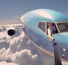 Lagi-lagi foto selfie pilot (foto: Snopes)