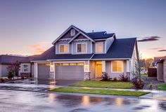 """Need to sell your house fast? We buy houses in Las Vegas, Nevada and surrounding areas in as little as 7 days. If you're saying """"I need to sell my house fast!"""" or """"how do i sell my house without making repairs"""" we'd like to buy! Sell My House Fast, Selling Your House, Casa Yurt, We Buy Houses, Roofing Contractors, Roofing Services, First Time Home Buyers, Home Buying, Diy Home Decor"""