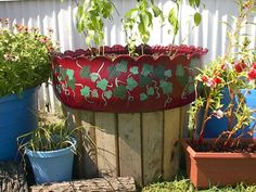 tire gardens - Google Search Old Tire Planters, Planter Pots, Diy Garden Projects, Garden Crafts, Garden Ideas, Tyres Recycle, Recycled Tires, Reuse Recycle, Upcycle