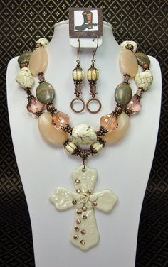 Your place to buy and sell all things handmade Cowgirl Wedding, Cowgirl Bling, Cowgirl Jewelry, Bling Bling, Chunky Jewelry, Beaded Jewelry, Jewelry Crafts, Jewelry Ideas, Necklace Set