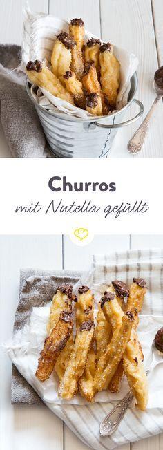 Füll das knusprige frittierte Gebäck aus Spanien doch mal mit dem Schokoaufstrich und zauber dir köstliche Nutella-Churros!