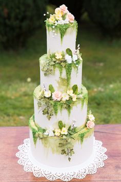 boho wedding cakes Garden wedding cake whimsical ideas for 2019 4 Tier Wedding Cake, Big Wedding Cakes, Wedding Cake Fresh Flowers, Wedding Cake Designs, Floral Wedding, Boho Wedding, Garden Wedding Cakes, Viking Wedding, Forest Wedding