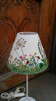 6 Stunning Tips: Shabby Chic Lamp Shades Pottery Barn lamp shades lampshades lights. Free Motion Embroidery, Embroidery Stitches, Embroidery Patterns, Hand Embroidery, Shabby Chic Lamp Shades, Rustic Lamp Shades, Painting Lamp Shades, Painting Lamps, Burlap Lampshade