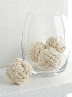 Une touche parfaite pour votre ambiance bord de mer avec ces petites boules en cordes nouées Idéales pour compléter un centre de table ou à déposer dans un vase Ensemble de 4 par emballage