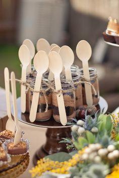 chocolate mousse in baby food jars - fun way to serve a dessert Dessert Party, Dessert In A Jar, Dessert Shooters, Dessert Ideas, Party Snacks, Cake Shooters, Simple Dessert, Dessert Buffet, Dessert Tables