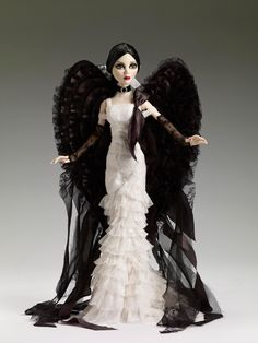 Dark Angel - Spring 2012 Exclusive | Wilde Imagination, May 2012 Tonner Convention. A charming gothic angel.