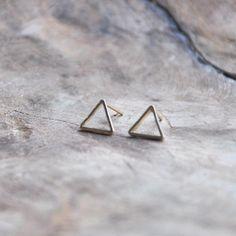 Less is more! Kenmerkend voor de trend van dit moment: simpele oorbellen! We komen ze tegen in verschillende varianten, zoals deze 'square' variant. Makkelijk te combineren met andere sieraden en dus een echte musthave in jouw sieradencollectie. €4.95
