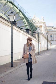 Herbst Streetstyle Outfit mit Zara Mantel Karokleid und Baskenmütze