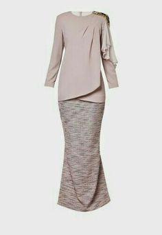 Baju Kurung moden for tunang Kebaya Muslim, Kebaya Modern Hijab, Kebaya Hijab, Kebaya Dress, Muslim Dress, Modest Fashion, Hijab Fashion, Fashion Dresses, Moslem Fashion