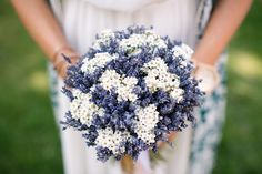 Bouquet English lavender and everlasting daisies Lavender Wedding Theme, Country Wedding Bouquets, Diy Wedding Bouquet, Bride Bouquets, Floral Wedding, Rustic Wedding, Bouquet Bleu, Tulip Bouquet, Daisies Bouquet