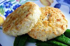 Potato fish cakes Humble Potato, Fish Cakes Recipe, Salmon Burgers, Baked Potato, Easy Meals, Challenge, Potatoes, Meat, Chicken