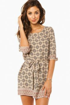 ShopSosie Style : Alexandra Dress -- I think this is more a tunic than a dress, to be worn with leggings. Look Fashion, Fashion Beauty, Fashion Outfits, Womens Fashion, Cute Dresses, Cute Outfits, Women's Dresses, Look Formal, Models
