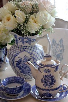 Aiken House & Gardens: Blue & White Transferware Tablescape