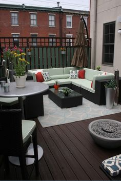 Even for smaller outdoor spaces, the patio experts at The Great Escape can help you find the perfect set!