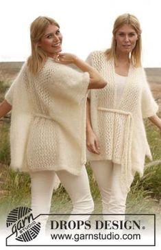 Воздушное почно для женщин, связанное на спицах из мохера. Изделие вяжется целиком, начиная от спинки. В центре пончо украшено легким...
