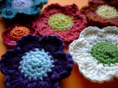 Pretty Little Petals [Free Pattern]. This is such a cute pattern. You could do soooo much with these little flowers.