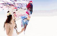 Seidendruck für Künstler Pit Ruge Seidendruck für Künstler Pit Ruge Pit Ruge sprach uns vor seiner Abreise in die USA an, ob wir einen passenden Stoff für seine Kunstinstallation aufeinem bekannten Festival in Nevada hätten. Dem Künstler Pit Ruge war vor allem der textile Charakter, sowie die Leichtigkeit des Materials im...