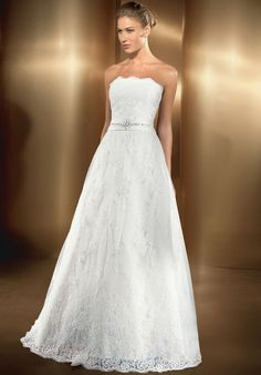 Hot Newest Luxurious Lace Strapless Applique And Beading Wedding Dress