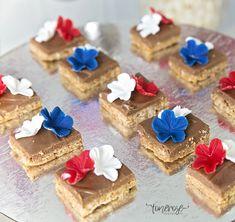 { 17. Mai dessertbord // Inspirasjon // God morgen Norge } – ToneroseDesign Constitution Day, Public Holidays, Norway, Cupcake, Cheesecake, Celebration, Brunch, Desserts, Food