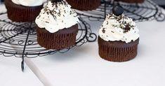 Schokocupcakes ist ein Rezept mit frischen Zutaten aus der Kategorie Muffins. Probieren Sie dieses und weitere Rezepte von EAT SMARTER! Cupcakes, Eat Smarter, Kakao, Muffins, Desserts, Food, Chocolate, Oven, Food Food
