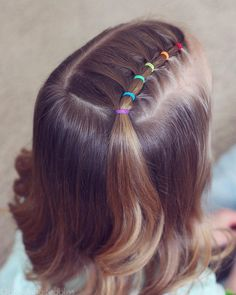 Rainbow elastic style!  Just wanted to share one more style with you today!  This one is so so easy...classic toddler hairstyle! ❤️