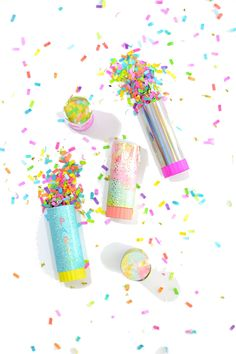 Party Hack: Reusable Confetti Poppers - The Confetti Bar Confetti Bars, Confetti Poppers, Diy Confetti, Party Poppers, Party Hacks, Party Ideas, Sprinkle Party, Party Garland, Diy Party Decorations