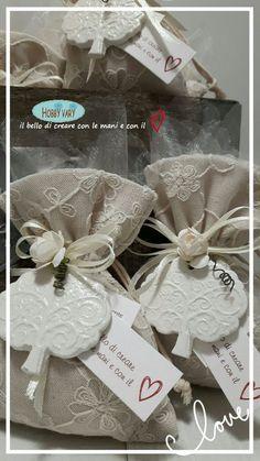Il Sacchetto porta confetti con albero della vita in polvere di ceramica è un delizioso modo di donare i confetti per un evento speciale!