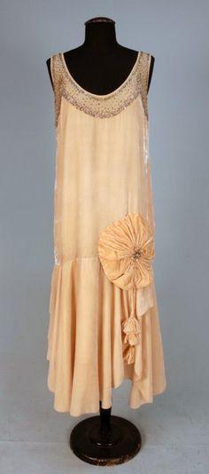 727: JEWELED VELVET EVENING DRESS, c. 1920. : Lot 727