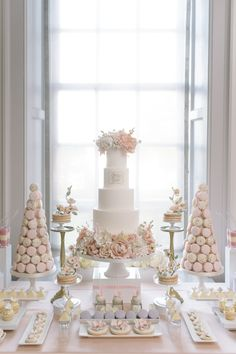 We have gathered 24 beautiful wedding dessert table ideas to inspire you. From Boho Chic and Vintage to Modern wedding themes, we promise to have something to catch a brides eye. 42 From Vintage To Modern Wedding Dessert Table Ideas - Sweet Table Wedding, Dessert Bar Wedding, Wedding Sweets, Sweet Tables, Wedding Cake Tables, Modern Wedding Cakes, Wedding Candy Table, Floral Wedding Cakes, Wedding Cake Stands