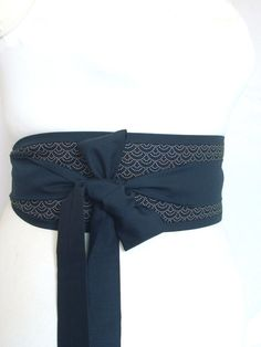 Obi belt indigo dark navy blue traditional Japanese seigaiha waves sashiko pattern fabric - kimono yukata dress robe sash with ties My Looby Lou obi belts are inspired by the Japanese obi but I have adapted them for the modern women! They are easy and comfortable to wear. They can